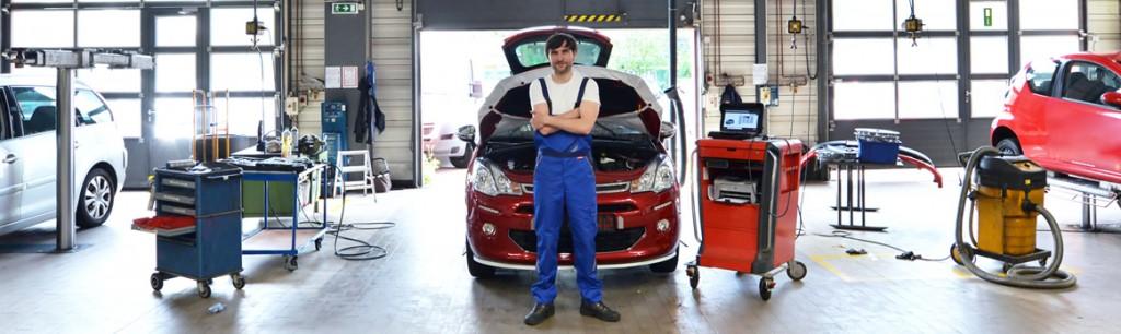 Mechaniker Werkstatt | Dent Wizard Dellen- und Hagelschadenreparatur